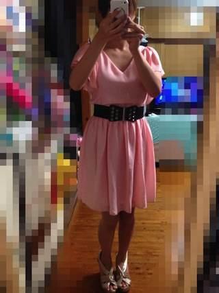 派手すぎずちょうど良いクリーミーピンクのドレス
