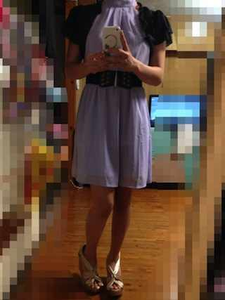 パステルパープルのドレスに黒のボレロ