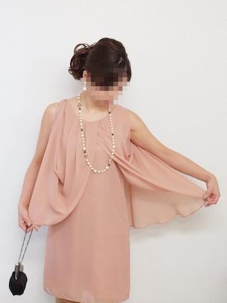 サーモンピンクドレスのひらひら