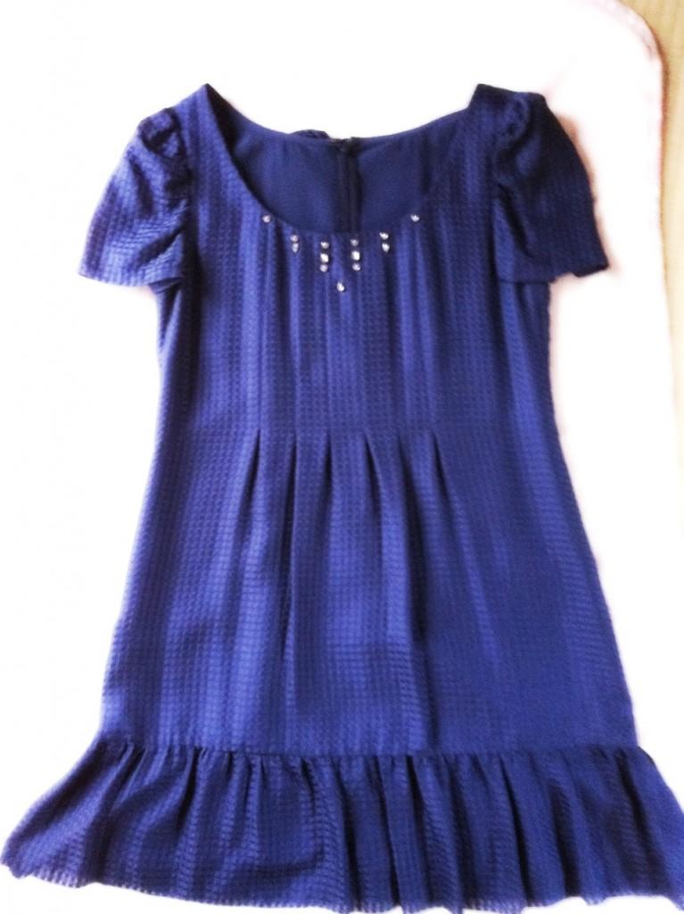 サファイア紺色のドレス