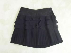 黒の二段フリルスカート