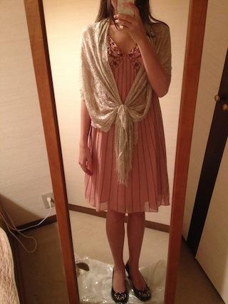 桜色の膝丈のAラインドレス