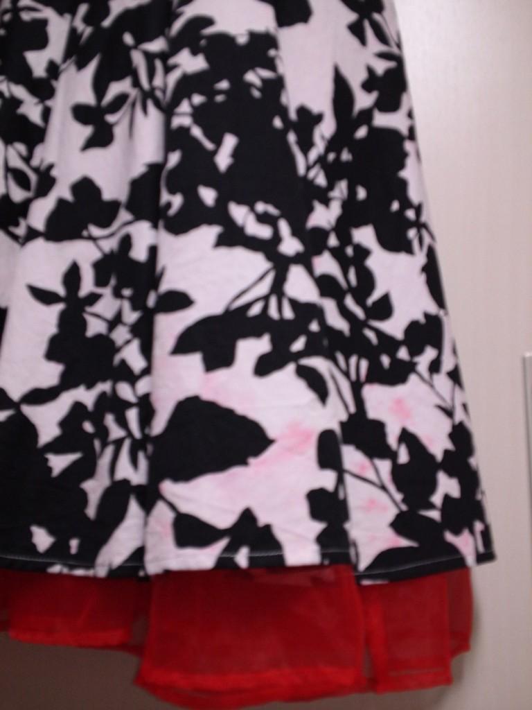 色移りしてしまったドレスワンピースの裾