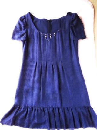 深いサファイア紺色のドレス