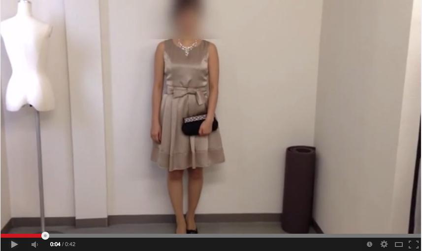 ベージュドレスのコーディネート動画