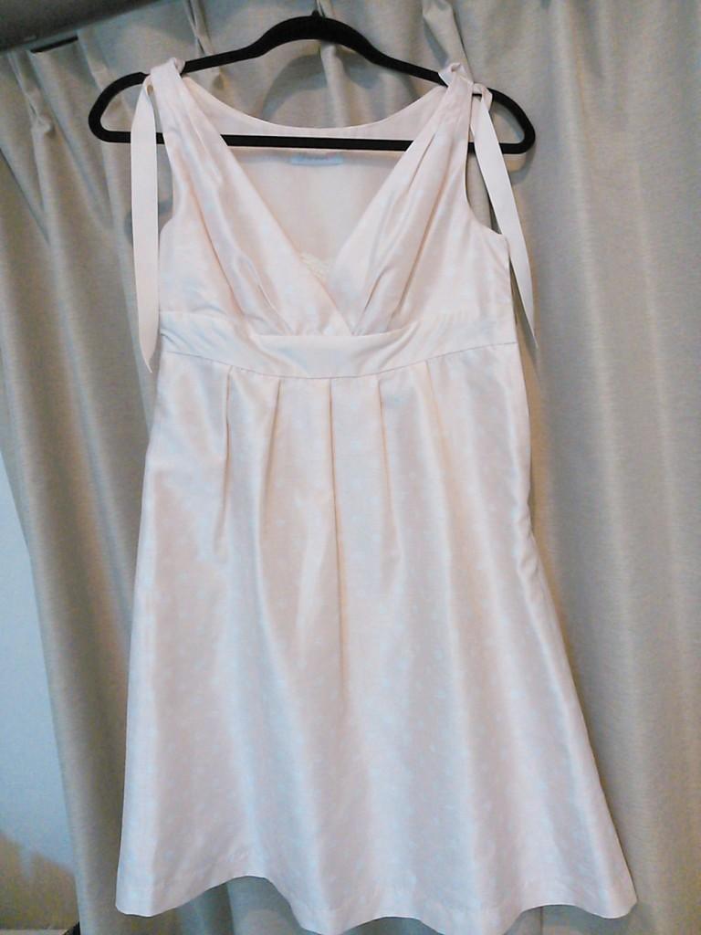イチゴミルクのような白ドレス