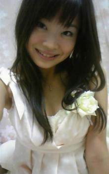 イチゴミルクのような白っぽいドレス