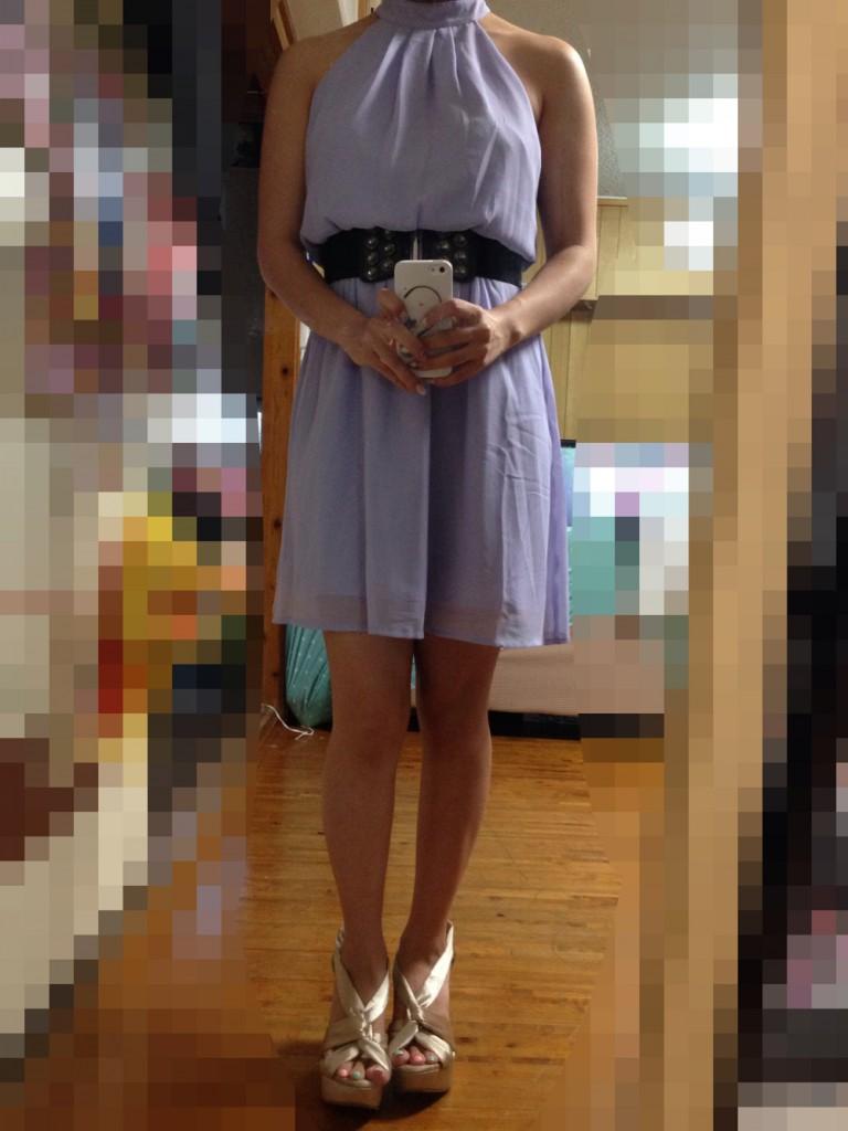パステルパープルの肩出しドレス
