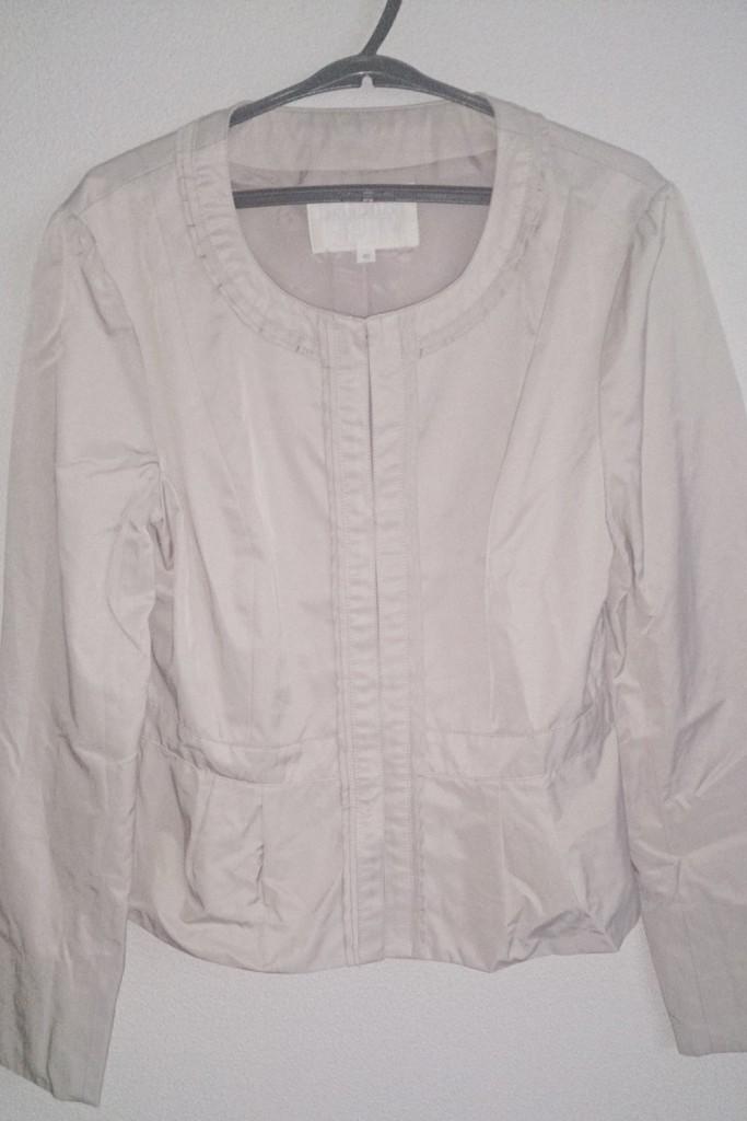 白ベージュのジャケット