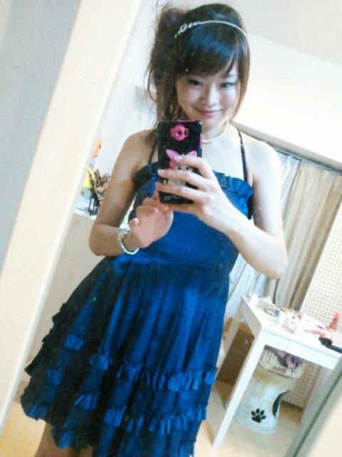 紺のチューブトップドレス着画