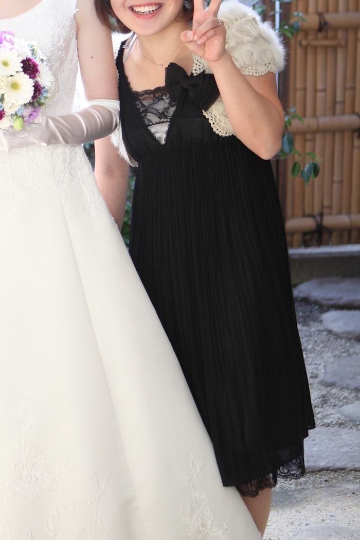 シルバーのインナーに黒のドレス