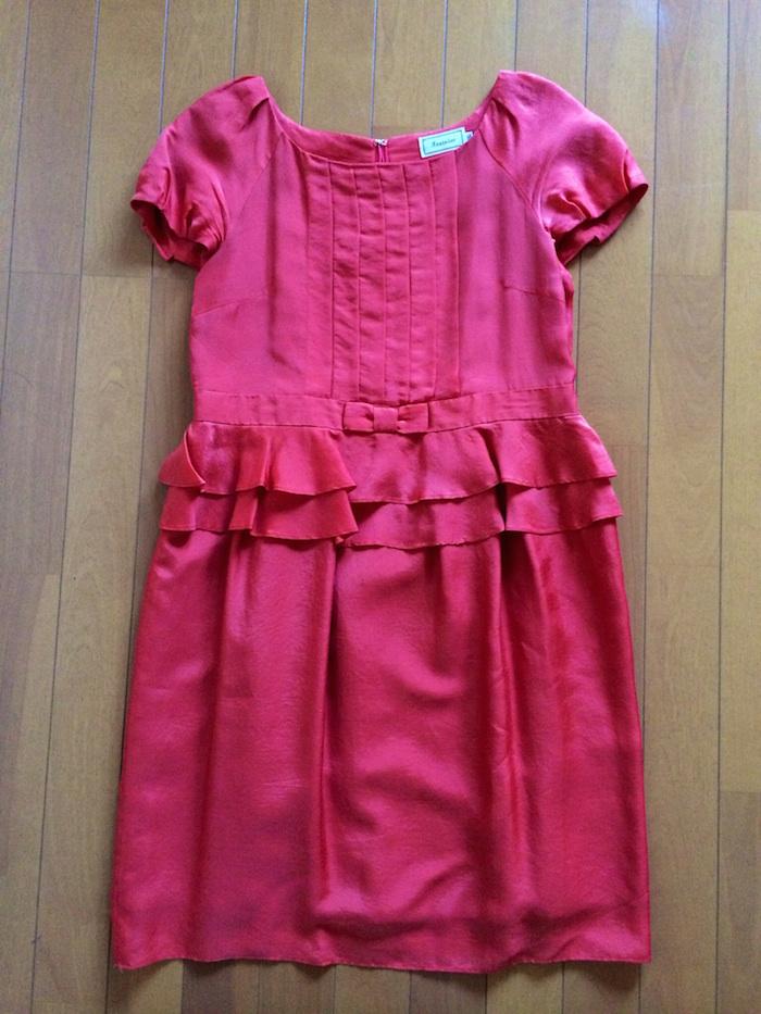 コーラル色のドレス