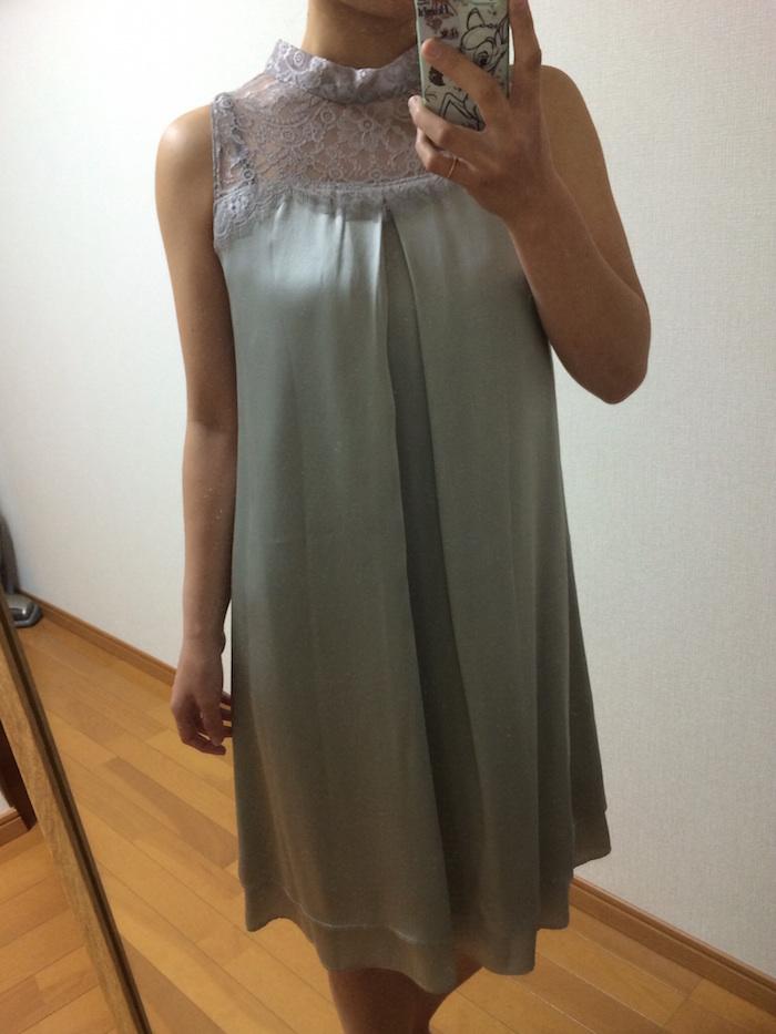シルバーグレーのドレス