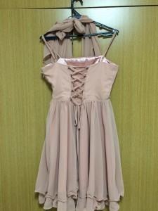 コーラルピンクのドレス