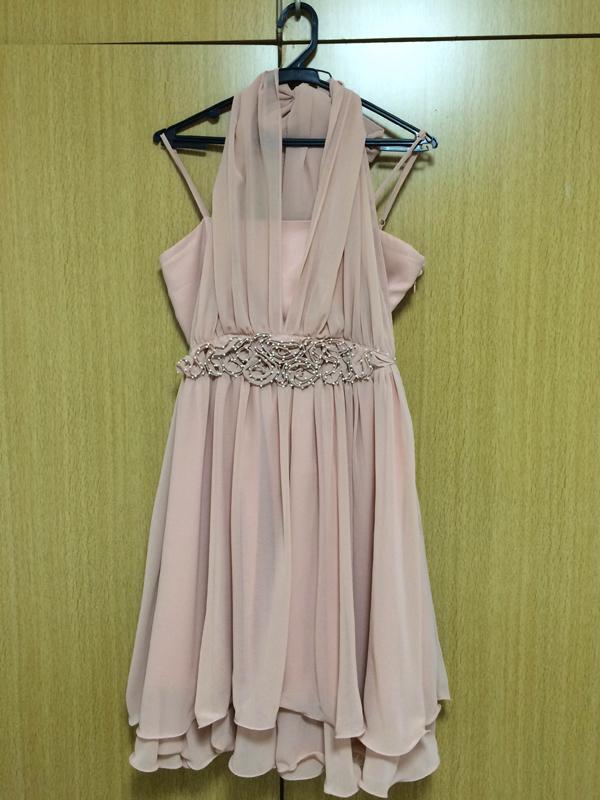 アプリコット色のドレス