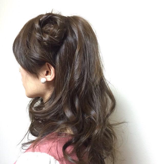 サイド三つ編み団子の巻き髪ヘア