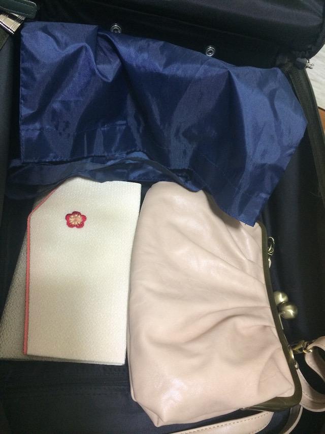 スーツケースの詰め込み